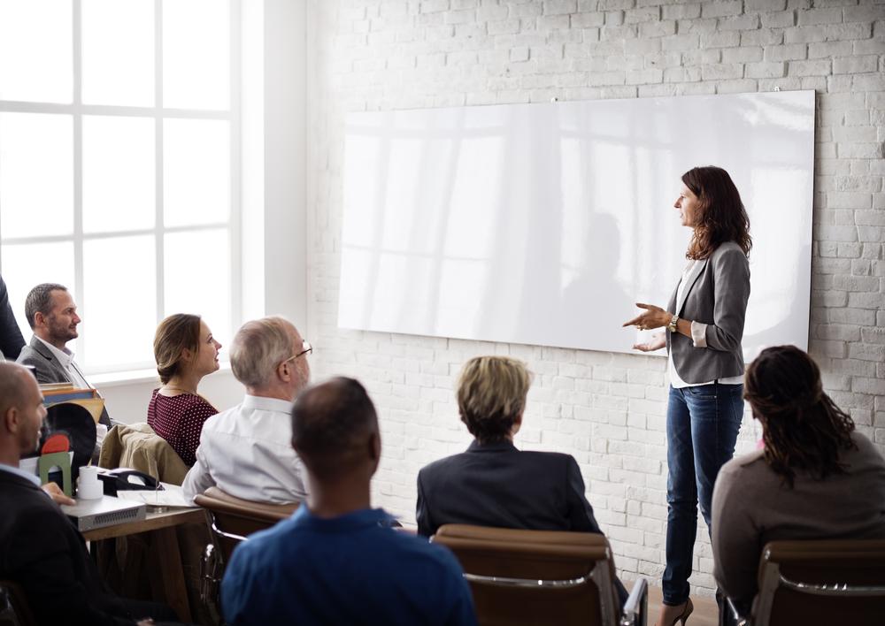Kursholder snakker foran kursdeltakerne